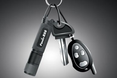 Удобный фонарь-брелок Fenix E05 BLACK