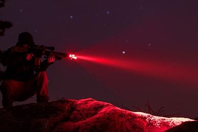 Фонарь Fenix TK25 Red как подствольный