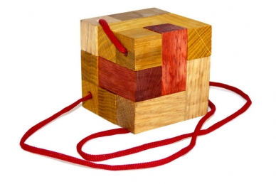 Головоломка из дерева Кубик для путешественников
