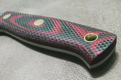 Нож Росомаха D2 (зелёно-красная микарта с насечкой) Южный Крест