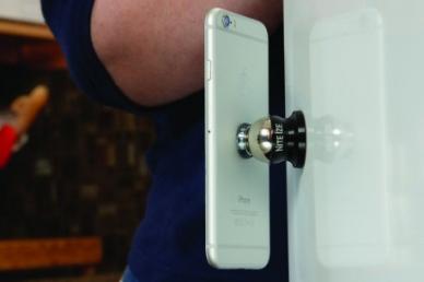 Удобная подставка для держателя смартфона Steelie Nite Ize