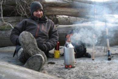 Самовар ирландский Trekker Steel Kelly Kettle кипятит воду