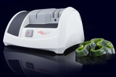 Вес: 1420 грамм.  Точильный станок удачно сочетает в себе преимущества электрической и ручной заточки.