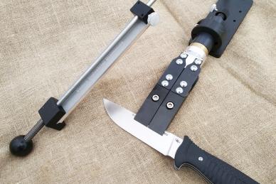 Точилка «Вектор Uno» 2020 держит нож